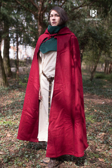 A woman is wearing the red hooded cloak Hibernus. It nearly touches the ground. The wool felt fabric makes it very sturdy.