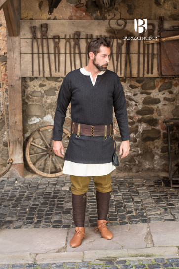 Fishbone woven Tunic Tyr by Burgschneider with complete wearing example